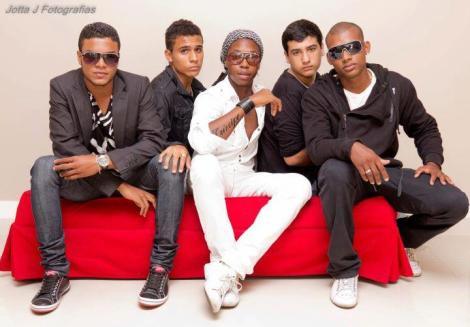 """Tiago Barbosa e seu grupo """"Samba de Alta"""" (Foto: Jotta)"""
