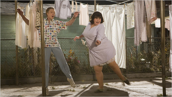 """Christopher Walken ao lado de John Travolta em """"Hairspray"""""""