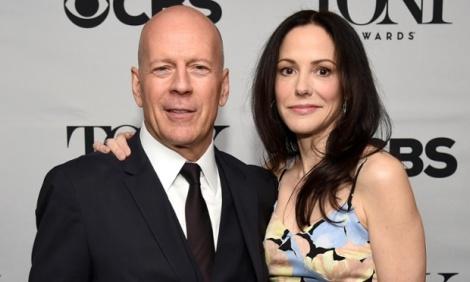 Bruce Willis Mary-Louise Parker foram os hosts do anúncio dos indicados desta temporada // FOTO: Bryan Bedder - Getty Images