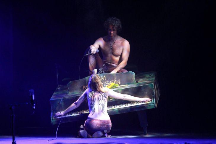Eriberto Leão e Renata Guida em cena. FOTO: Divulgação
