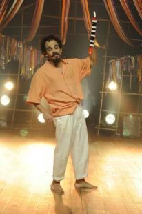 Pedro Maia é Josinaldo - o típico malandro brasileiro, não é dado ao trabalho e adora uma farra