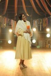 Valeria Alencar é Dona Entrona - A fofoqueira do vilarejo