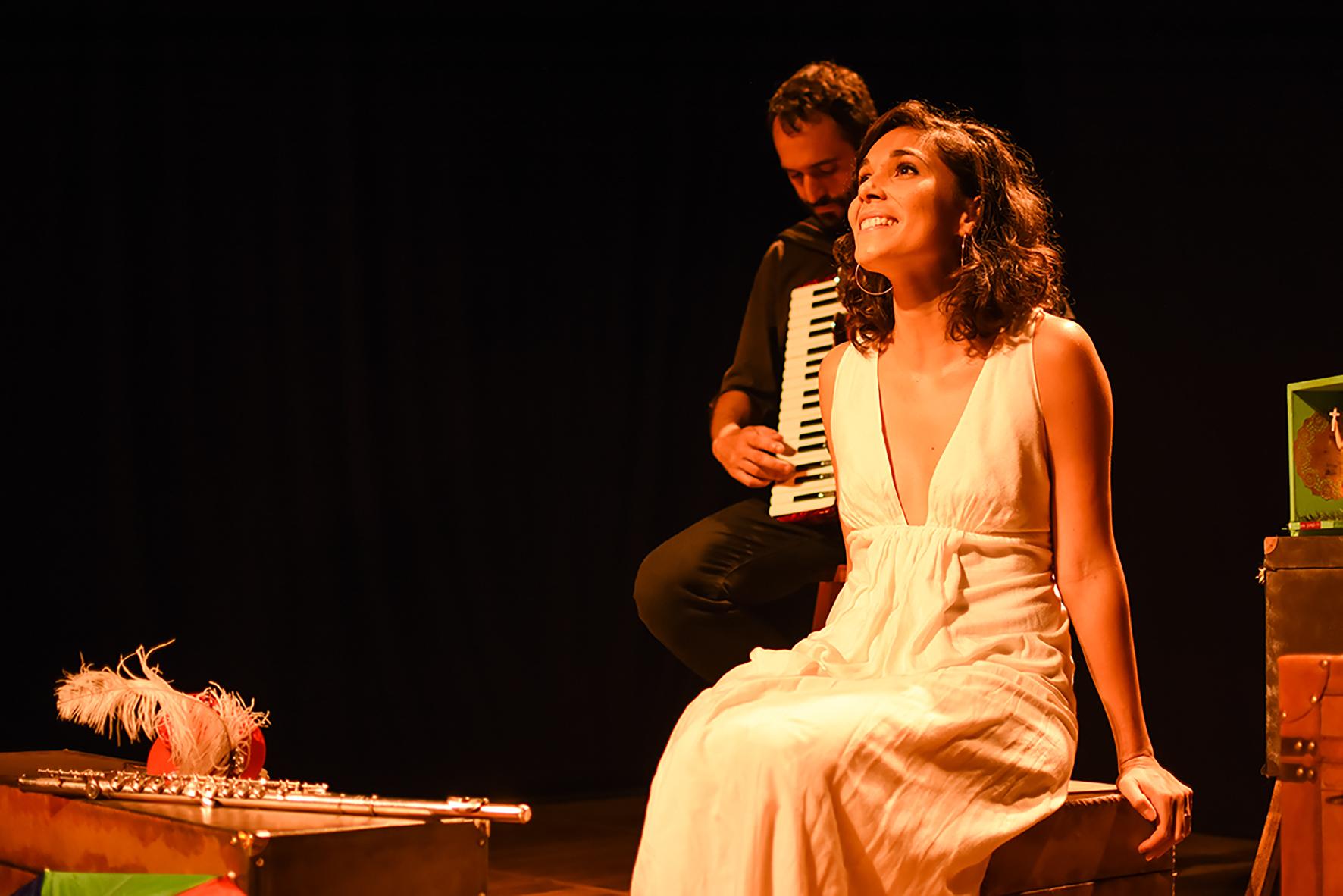 Claire Nativel interpreta clássicos brasileiros em francês