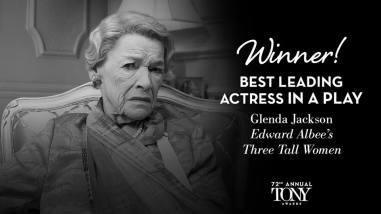 """Glenda Jackson vence o Tony de melhor atriz em uma peça por sua atuação em """"Three Tall Women"""""""