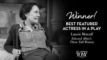 """Laurie Metcalf ganha o Tony de melhor atriz coadjuvante em uma peça por sua atuação em """"Three Tall Women"""""""