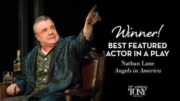 """Nathan Lane fatura o prêmio de melhor ator coadjuvante em uma peça por seu trabalho em """"Angels in America"""""""