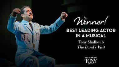 Tony Shalhoub fatura o Tony de melhor ator em musical