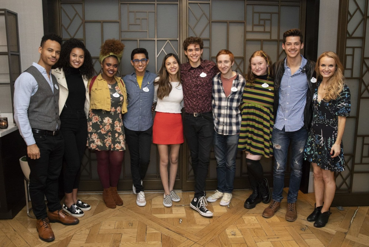 "Disney divulga primeira foto do elenco da série ""High School Musical"""