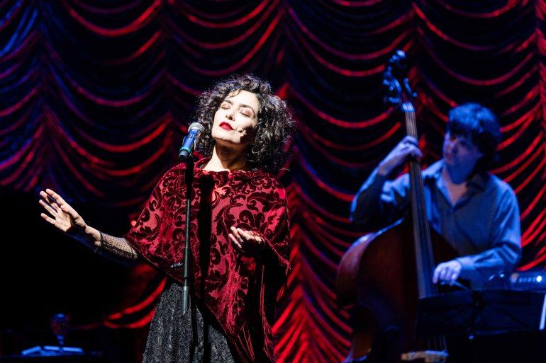 Letícia Sabatella encarna a musa da canção francesa Edith Piag. FOTO: Flavia Canavarro